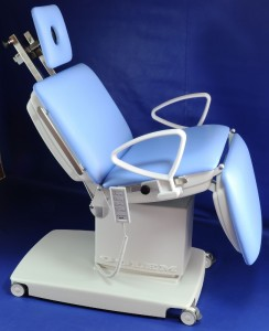 Head holder for eye surgery